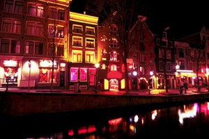 amsterdam-red-light-district-by-night