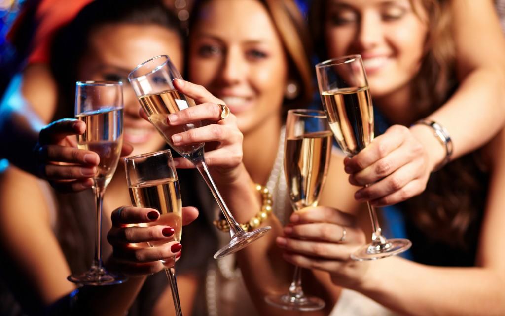 Cheers, Mädels! So wird euer JGA ein Hit.