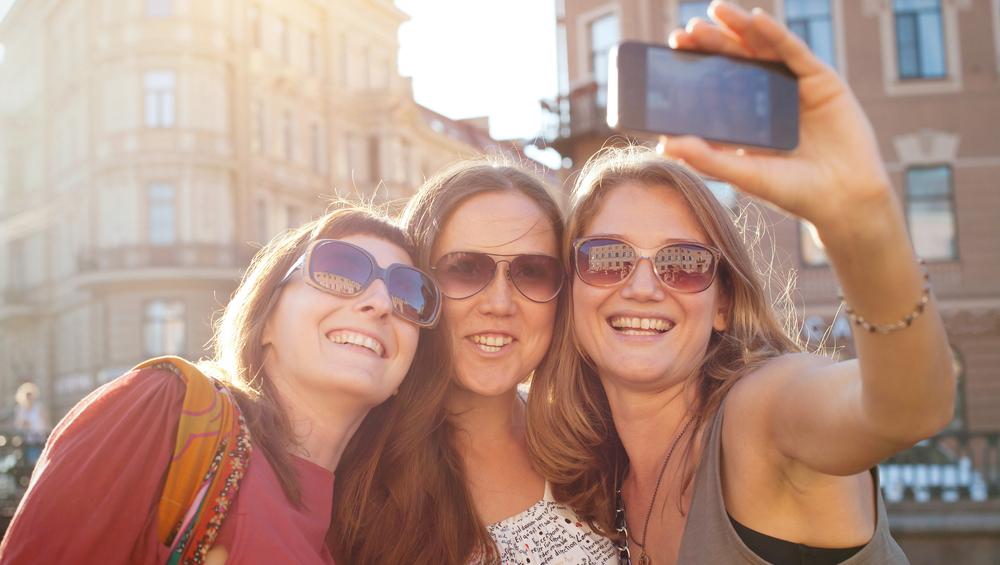 Kameras nicht vergessen – ein Selfie darf beim JGA natürlich nicht fehlen.